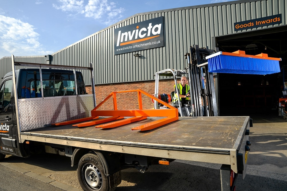 forklift-attachments-loading-delivery